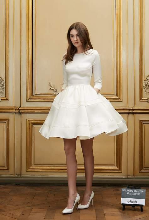 Robe manche longue mariee courte jupe tres evasee