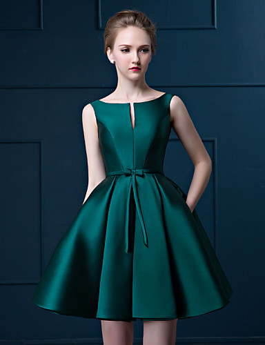 Robe verte cocktail satin courte sans manche
